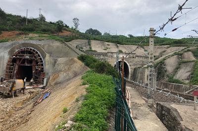 军专线隧道爆破施工对既有新建隧道的振动影响